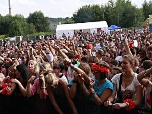 benesov-sazavafest-fanousci-publikum_denik-380
